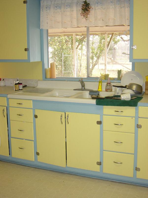 Blue and yellow kitchen midorilei for Yellow blue kitchen ideas