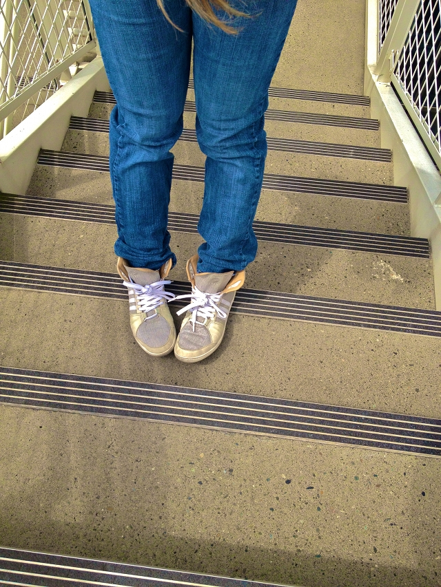MidoriLei wears jeans and gray and white sneakers